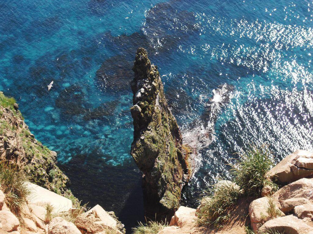 48mの垂直の岩「赤岩」